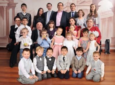 Банкир Роман Авдеев и его приемные дети