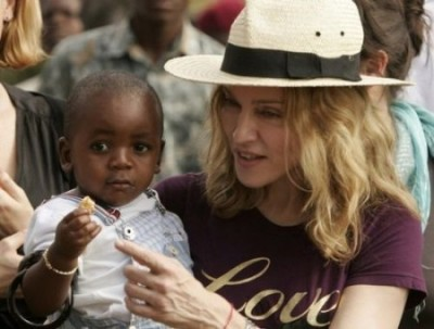 Мадонна усыновила ребенка