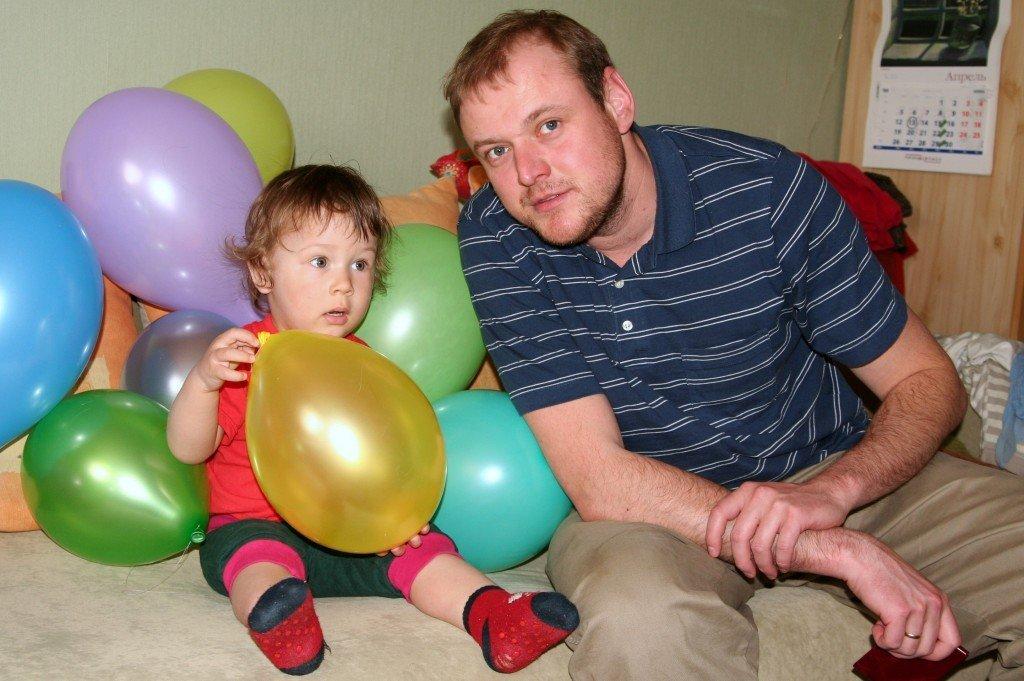 Васин первый день рождения дома.