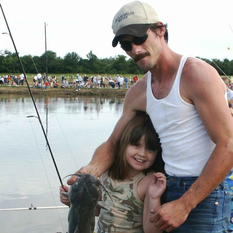 Father_and_daughter_with_catfish