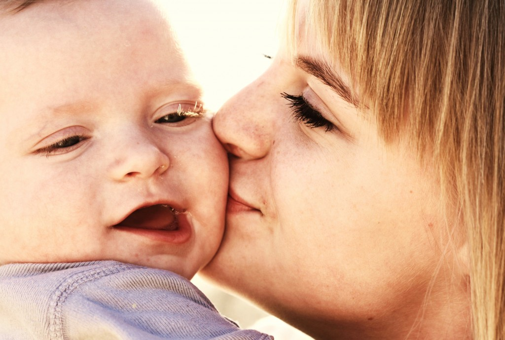 Sweet_Baby_Kisses_Family_Love