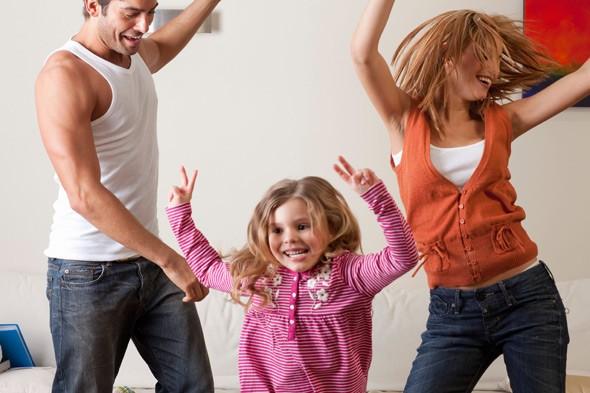 dancing-mum-child-alamy
