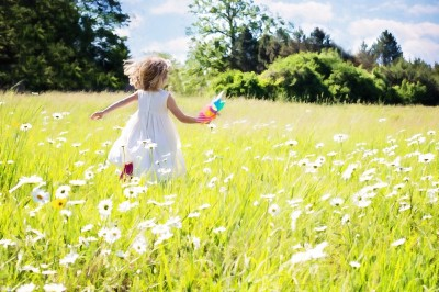little-girl-running-795505_960_720