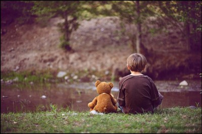 alone-sad-kid-little-boy-teddy-bear