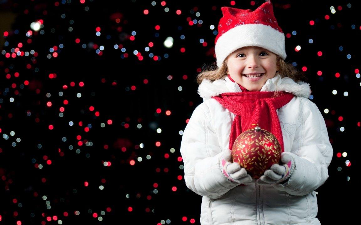 http://www.bhmpics.com/wallpapers/pretty_girl_holding_a_christmas_ball-1152x720.jpg