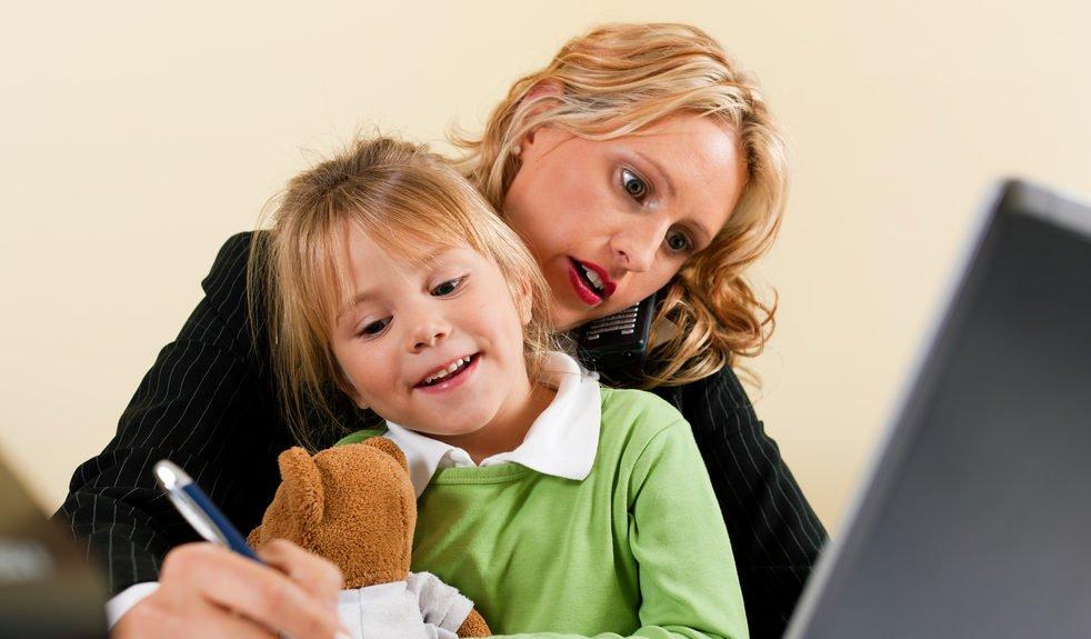 Как быть работающей приемной мамой: опыт родителей и советы психолога