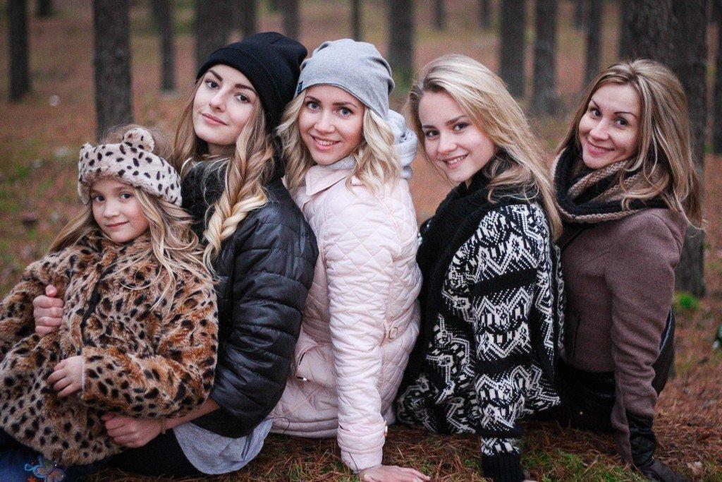 Девочки с мамой(Корнелия,Надежда,Людмила,Ирина и мама Галина)