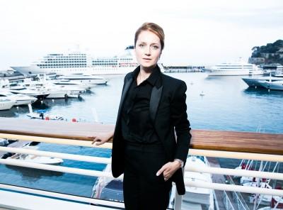 Посол фонда «Измени одну жизнь» Виктория Исакова представила моноспектакль «Будьте прежде меня!»
