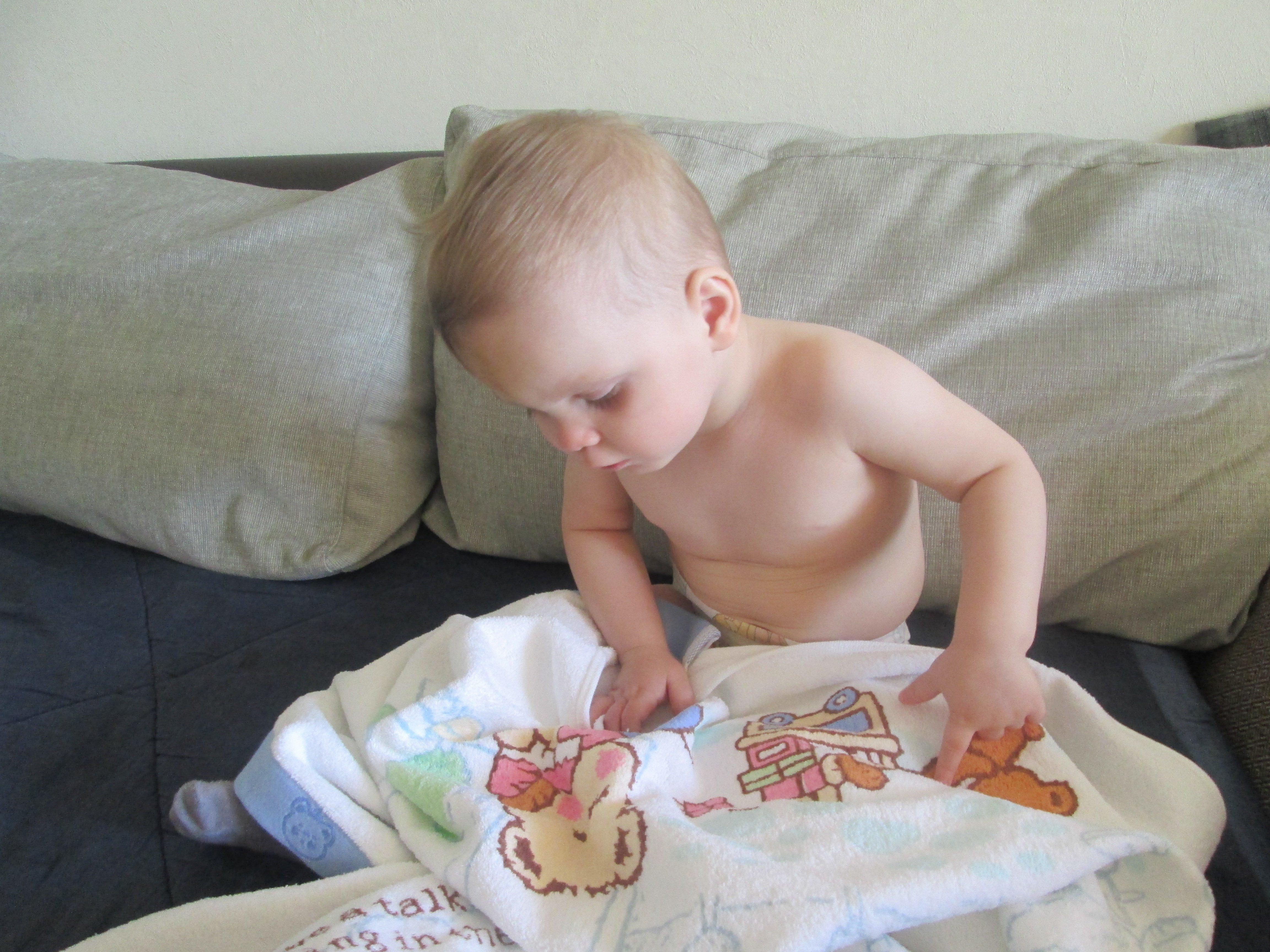 Малышка умеет завести своего парня