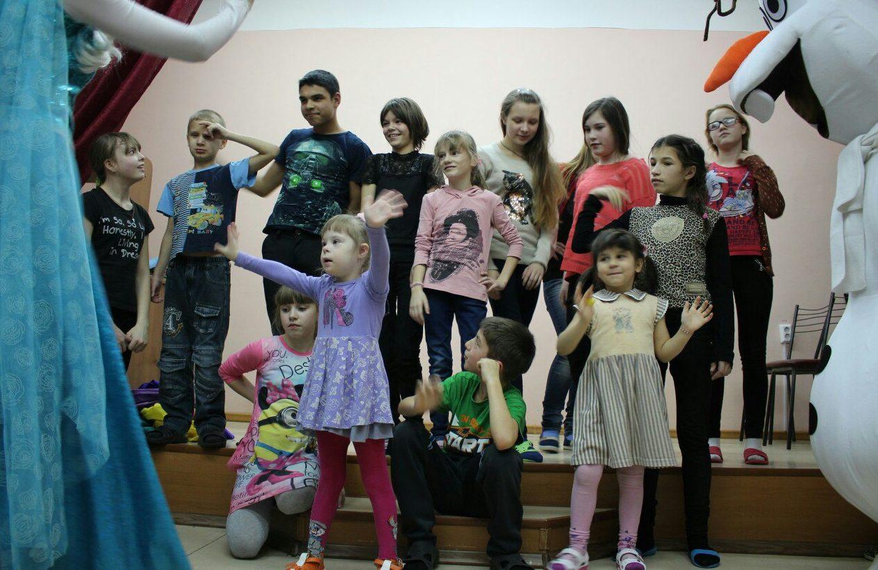 Заставка для - Татьяна Титова: Дети должны жить в семье, а не в детдоме!