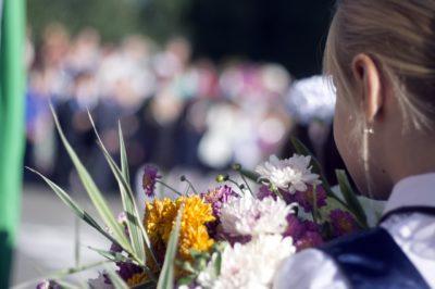 Дети вместо цветов. Помогаем детям-сиротам найти семьи